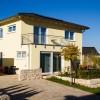 Einfamilienhaus mit Walmdach, klassischem Dachüberstand und 2 Vollgeschossen, Erker im EG als Balkon für OG